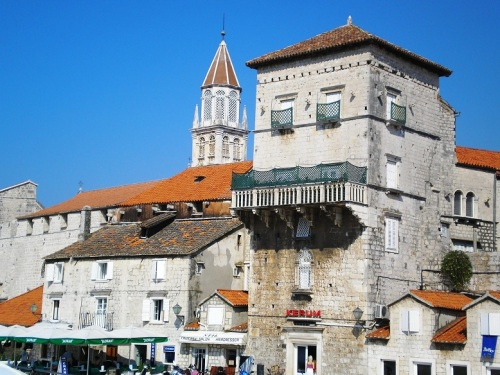 Trogir plaza central