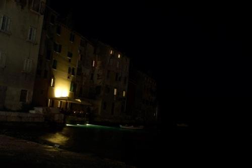 Roviño por la noche